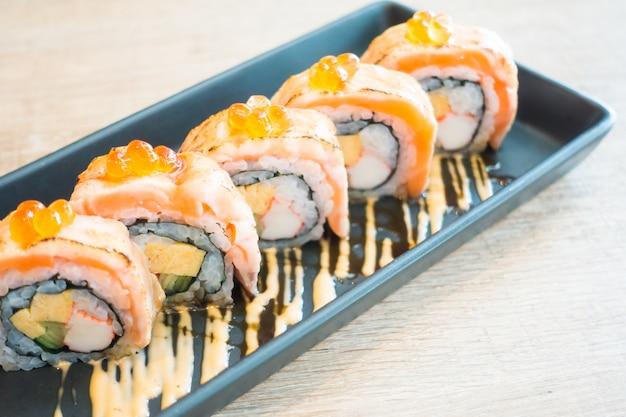 Sushi au saumon