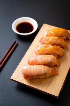 Sushi brûlé au saumon