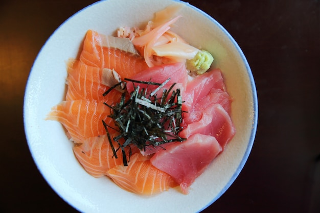 Sushi don au saumon et au thon