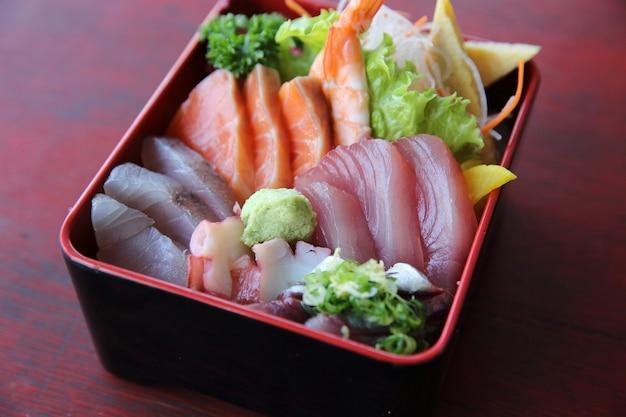Sushi don , poulpe de thon saumon cru sur riz