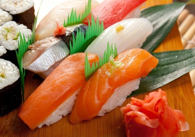 Sushi japonais cuisine japonaise traditionnelle japonais nigiri sushi