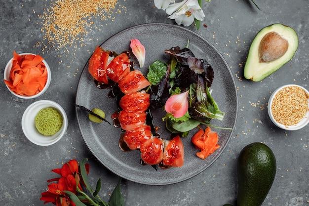 Sushi japonais-dragon rouge.