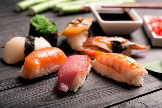 Sushi japonais traditionnel