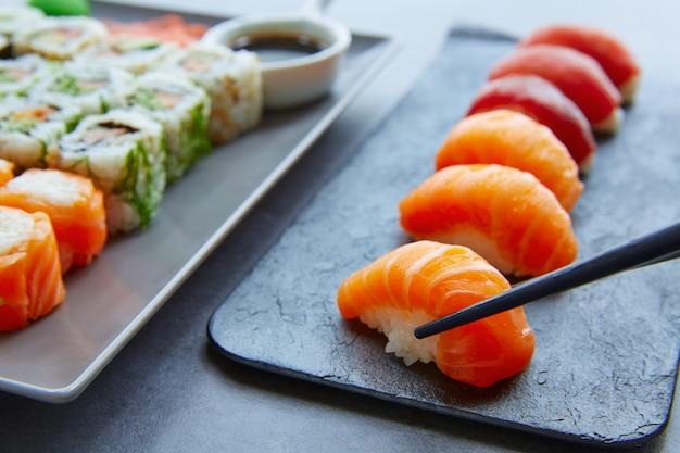Sushi maki et sauce soja niguiri et wasabi