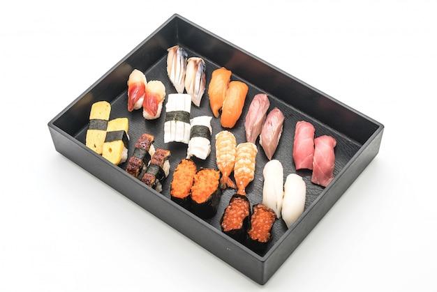 Sushi nigiri mixte - style de cuisine japonaise