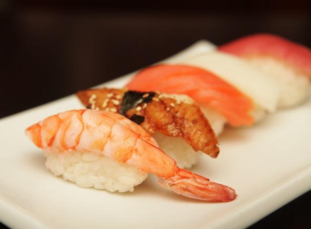 Sushi sur la plaque