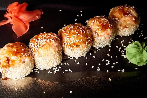 Sushi en sauce au wasabi et gingembre.