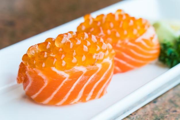 Sushi de saumon