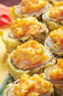 Sushi tempura frit japonais. cuisine japonaise traditionnelle