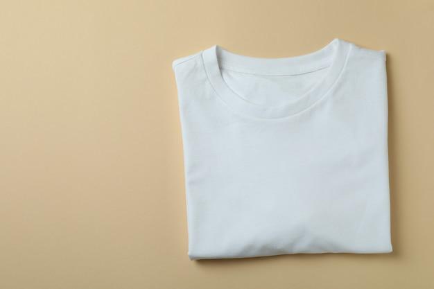 Sweat blanc sur beige