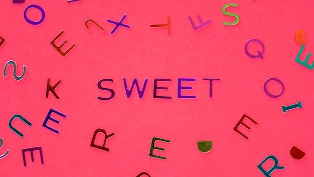 Sweet orthographed mot avec fond des alphabets