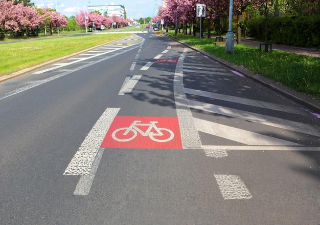 Symbole de bicyclette sur la rue de la ville de prague