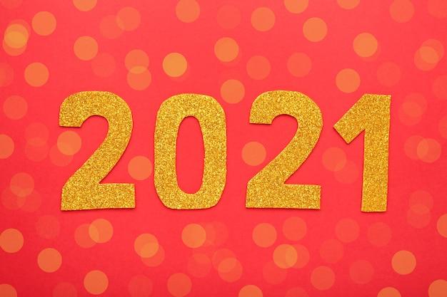 Symbole du numéro 2021 et décoration sur fond argenté