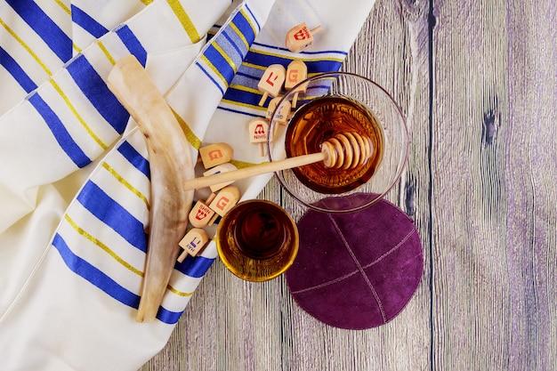Symbole juif rosh hashanah vacances matzoh pain pâque torah