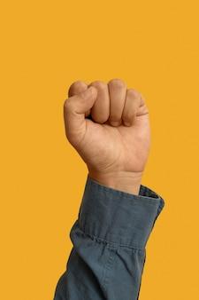 Symbole de la langue des signes isolé sur jaune