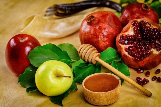 Symbole de rosh hashanah pomme miel et grenade