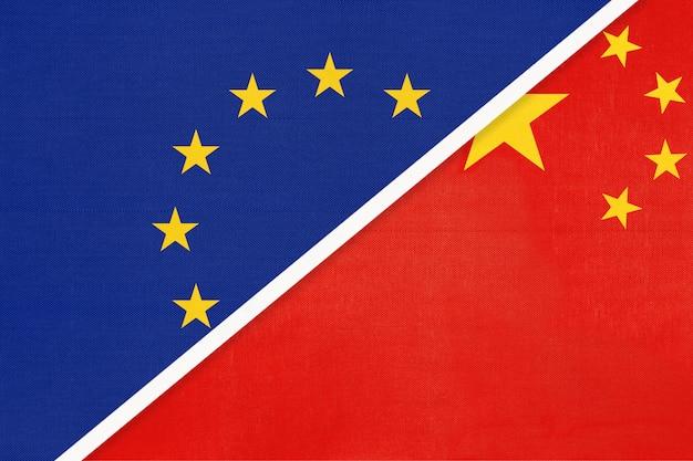 Symbole de l'union européenne ou de l'ue et de la chine du drapeau national du textile.