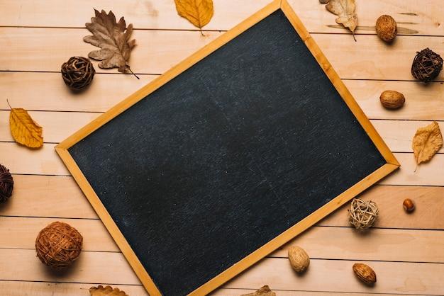 Symboles d'automne autour du tableau