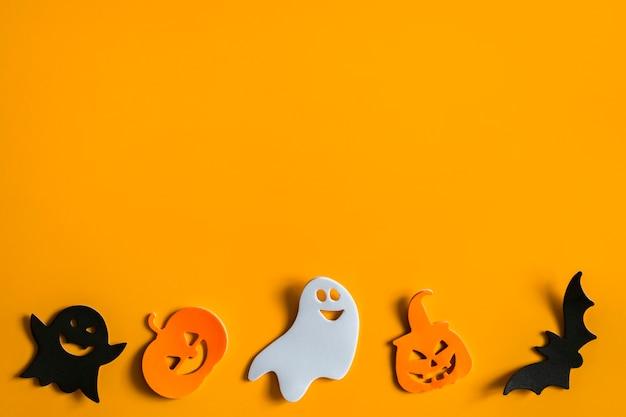 Symboles d'halloween sur fond orange