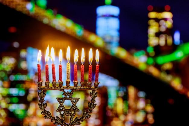 Symboles hannukah de vacances juives - la menorah