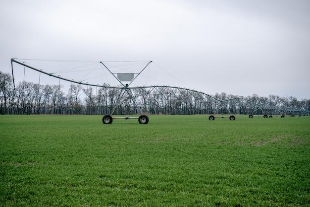 Système d'irrigation dans un domaine agricole.
