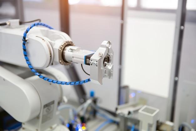 Système de manipulation d'automatisation cnc à bras robotisé pour la fabrication industrielle
