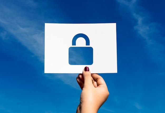 Système de sécurité réseau cadenas en papier perforé