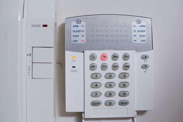 Système téléphonique d'entrée mural blanc