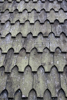 Système de toiture national traditionnel en tuiles de bois.