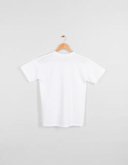T-shirt blanc dos blanc suspendu isolé sur un espace gris.