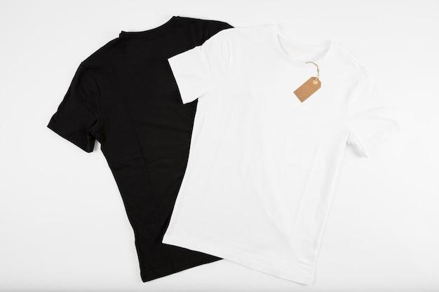 T-shirts noir et blanc