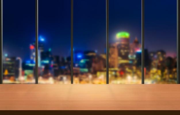 Table en arrière-plan de la ville de bureau moderne avec espace copie vide sur la table pour l'affichage du produit