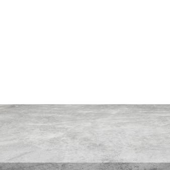 Table en béton vide sur fond blanc et isolé.