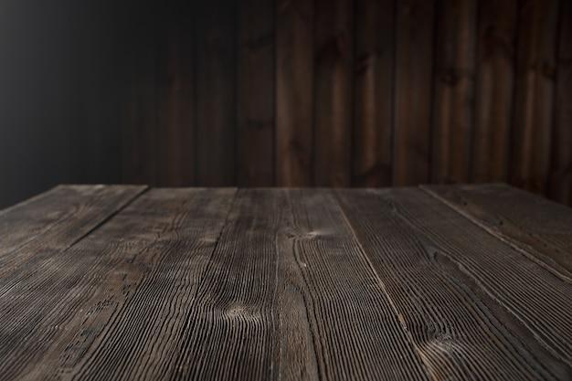 Table de bois brun foncé