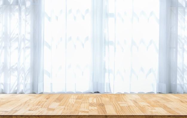 Table en bois devant le résumé