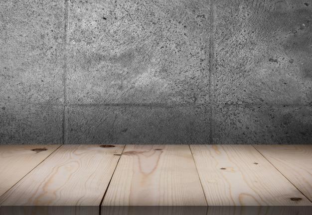 Table en bois devant la salle des murs