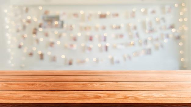 Table en bois du restaurant moderne