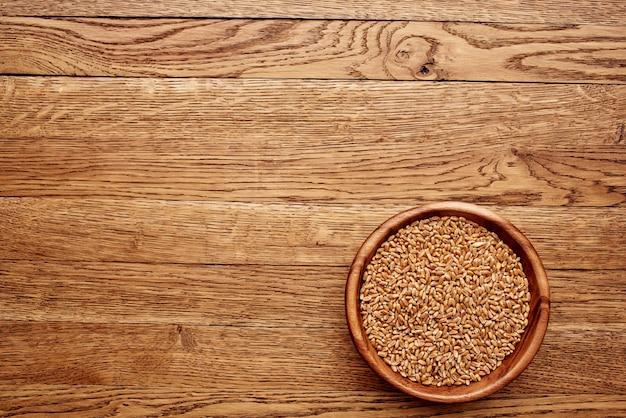 Table en bois gros plan ingrédients du groupe nourriture saine. photo de haute qualité