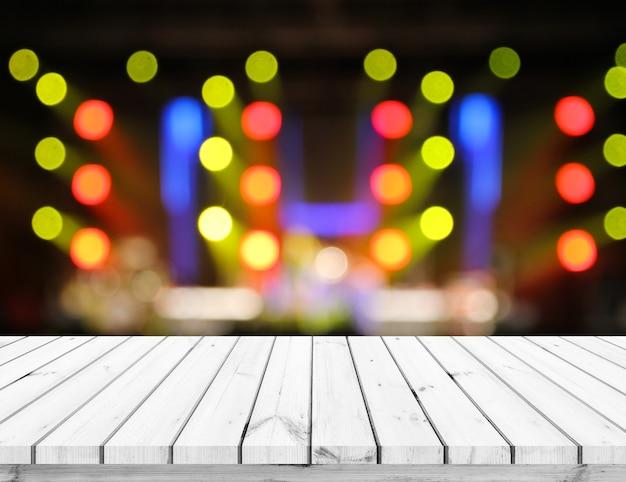 Table en bois ou plancher en bois avec fond abstrait bokeh clair pour l'affichage du produit