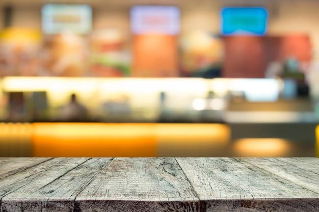 Table en bois ou plancher en bois sur fond de comptoir blured