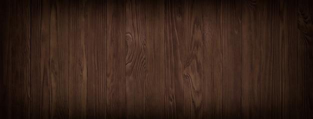 Table en bois à surface sombre