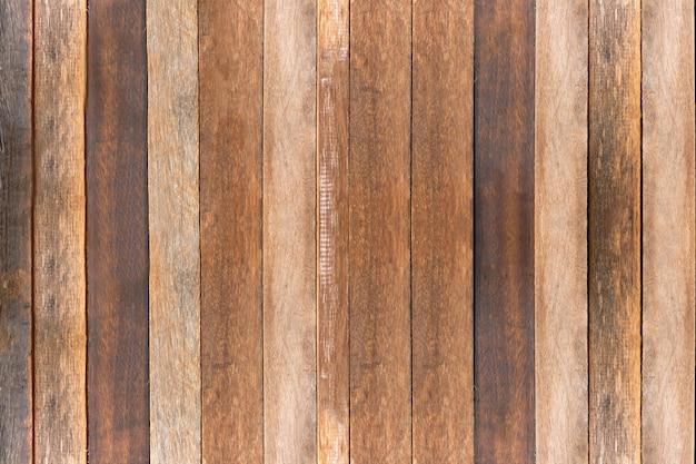 Table en bois vide de brun, espace de copie, voir le formulaire ci-dessus