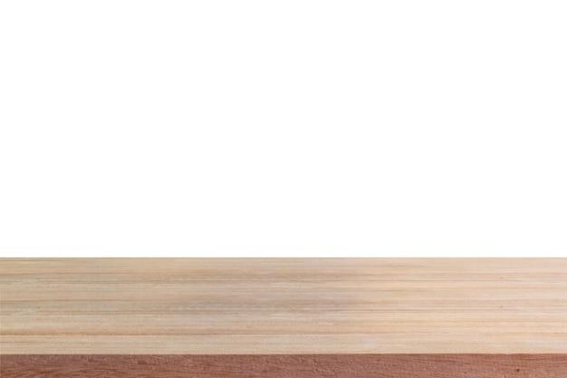 Table en bois vide sur fond blanc isolé.