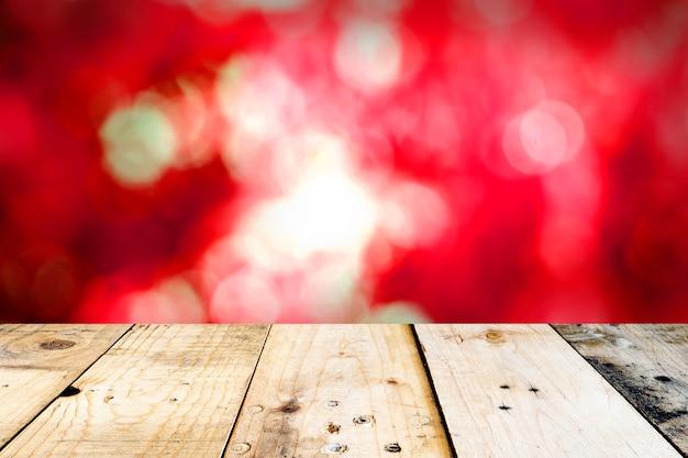 Table en bois vide et nuit abstraite