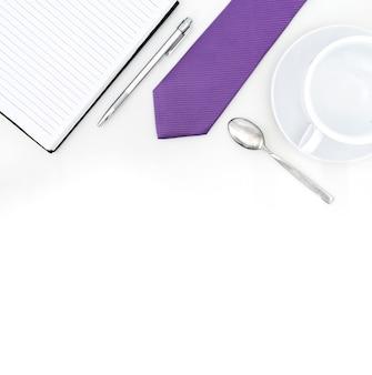 Table de bureau avec fourniture