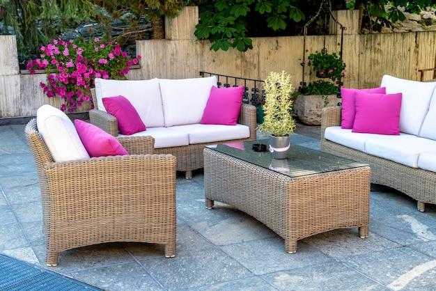 Table et chaise de patio en plein air