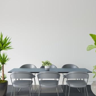 Table et chaises dans un salon avec des plantes