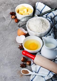 Table de cuisine avec des ingrédients de cuisson