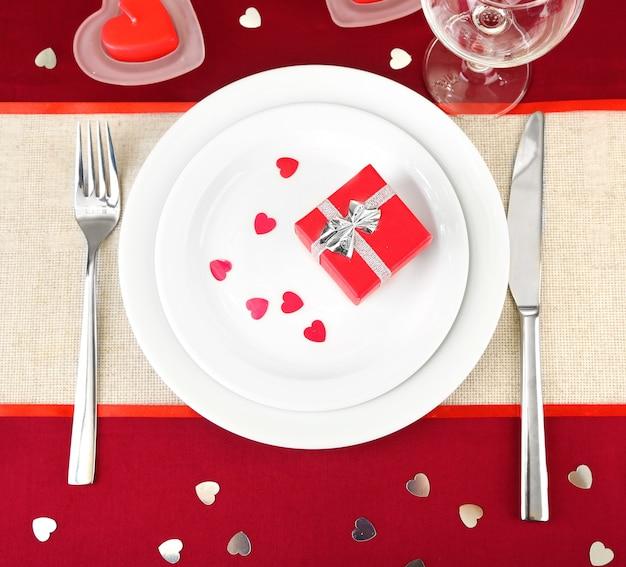 Table dressée en l'honneur de la saint-valentin