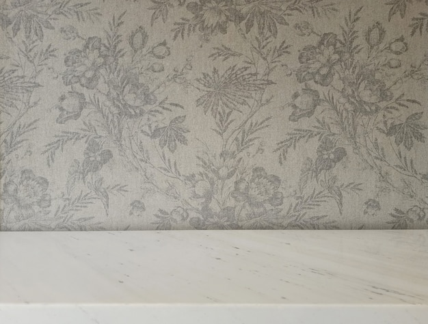 Table marbel avec fond héritage tissu fleuri